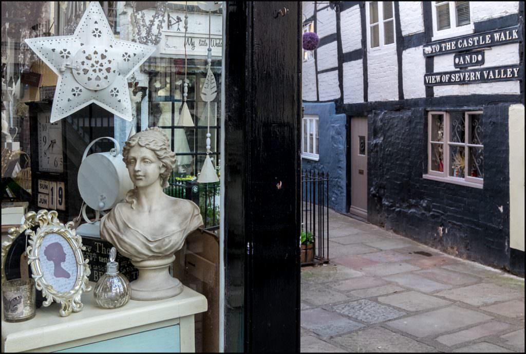 Shoppe & Castle Walk